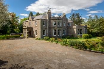 Castleton House External front1